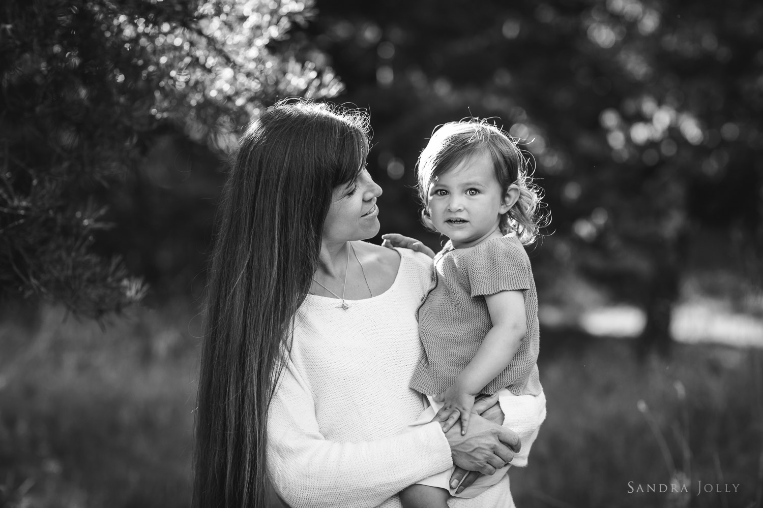Mother-and-daughter-photo-by-Stocksund-family-photographer-Sandra-Jolly.jpg