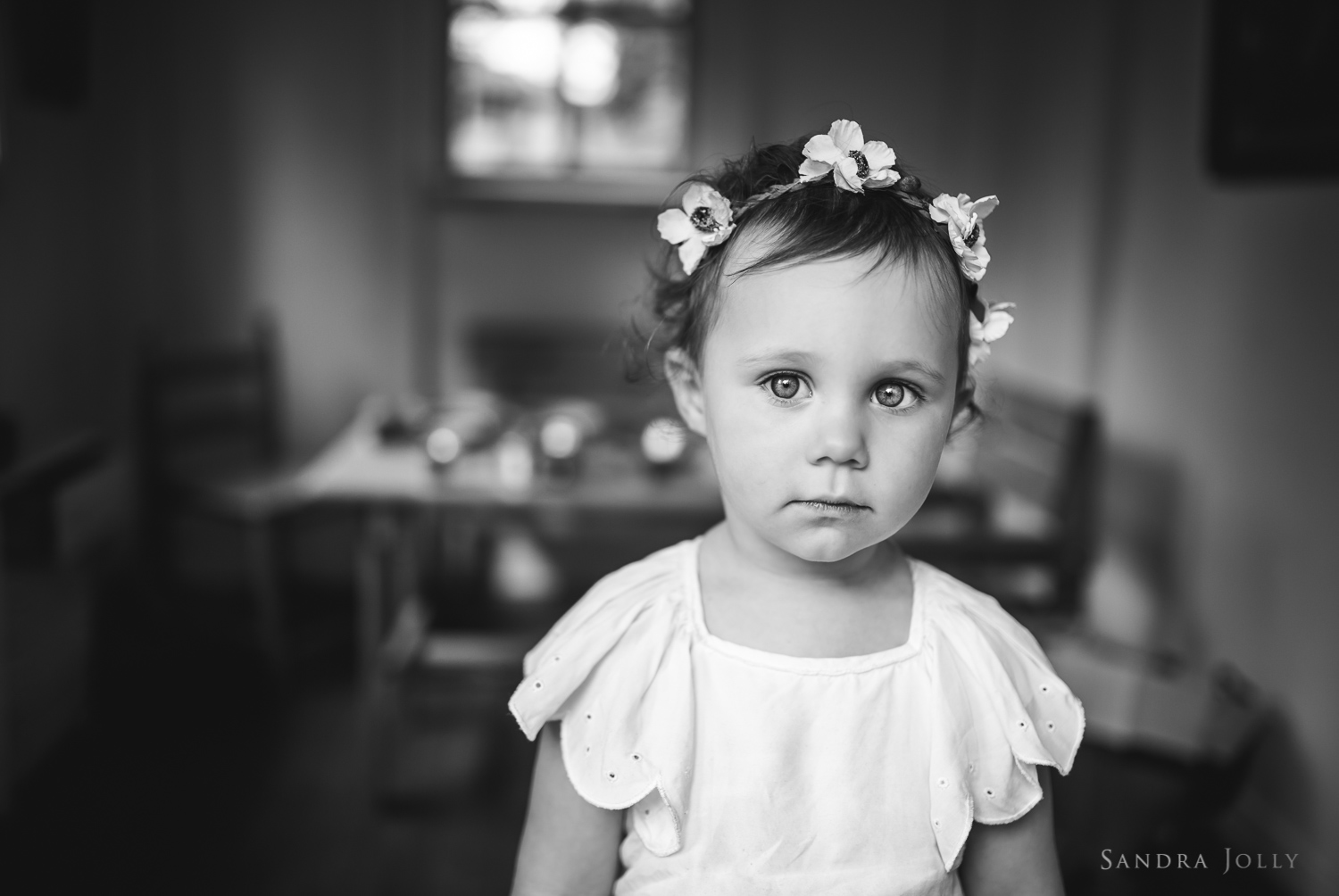 Black-and-white-portrait-of-little-girl-by-Stockholm-child-photographer-Sandra-Jolly.jpg