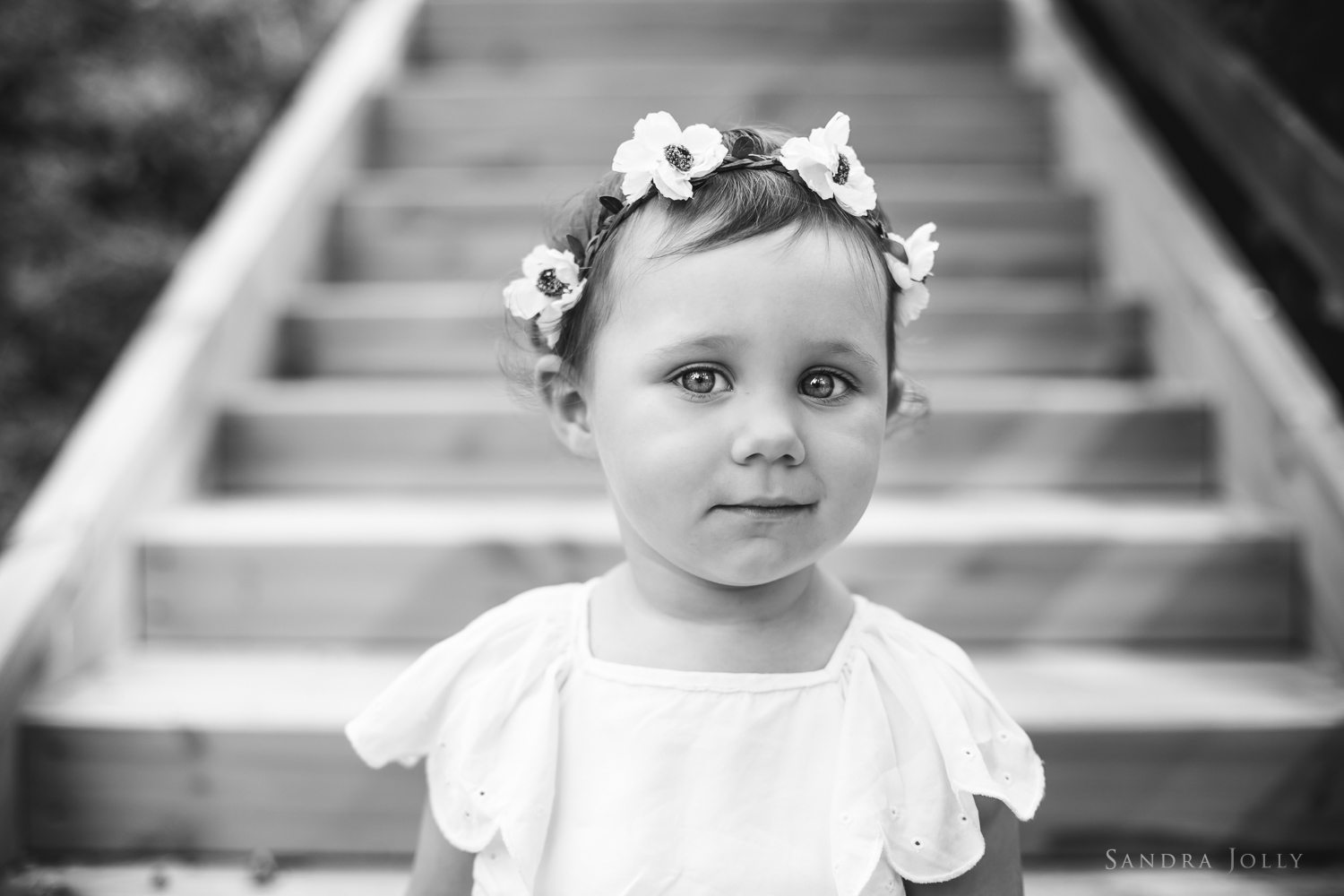 Midsummer-girl-by-Stockholm-child-photographer-Sandra-Jolly.jpg