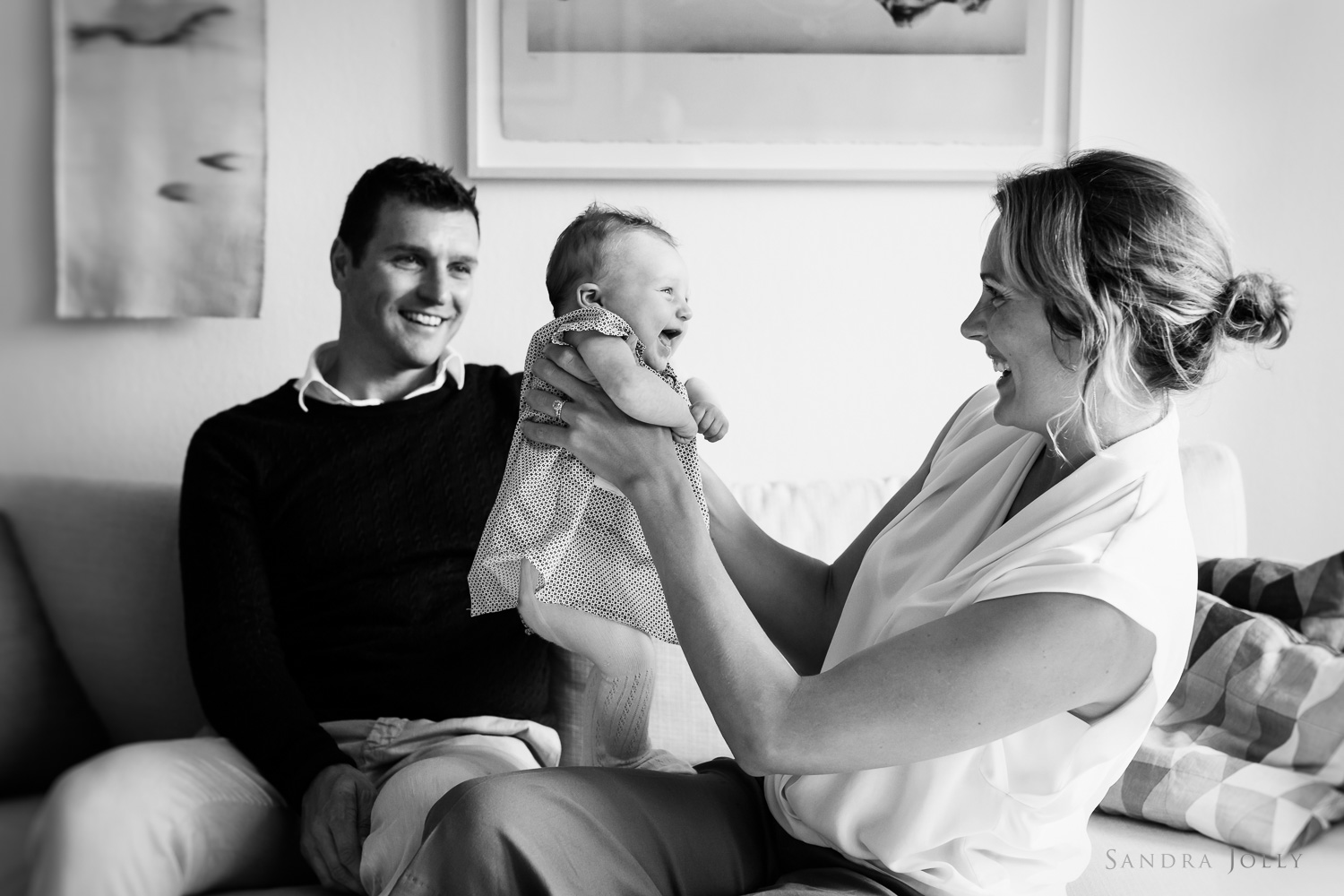 lifestyle-family-photo-session-by-Stockholm's-best-family-photographer-Sandra-Jolly.jpg