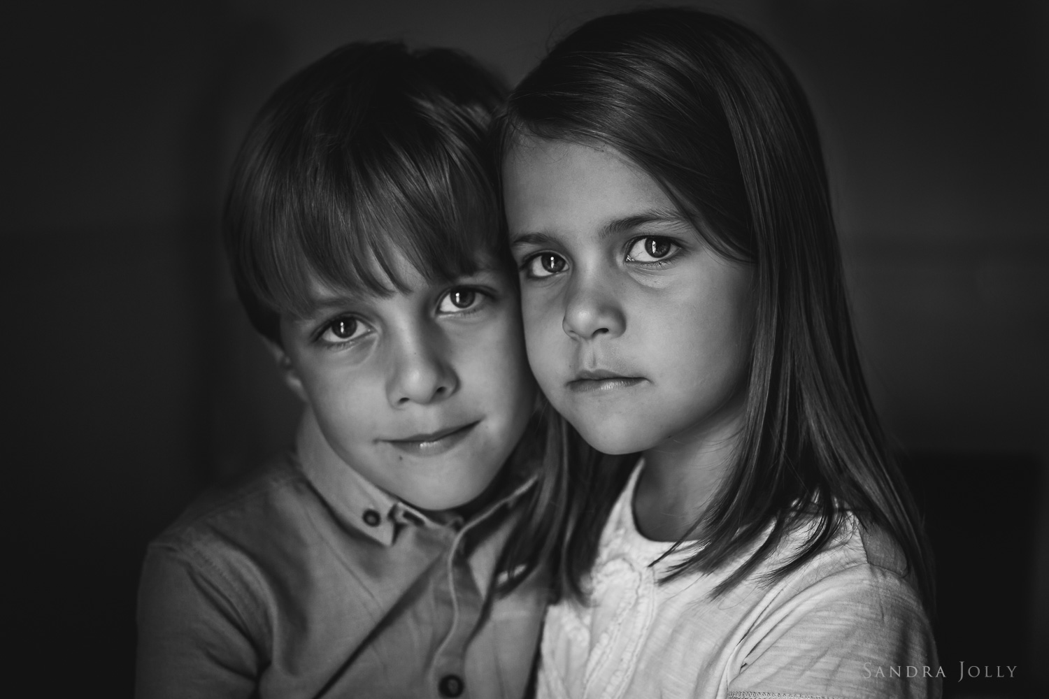 black-and-white-protrait-of-twins-by-Sandra-Jolly.jpg