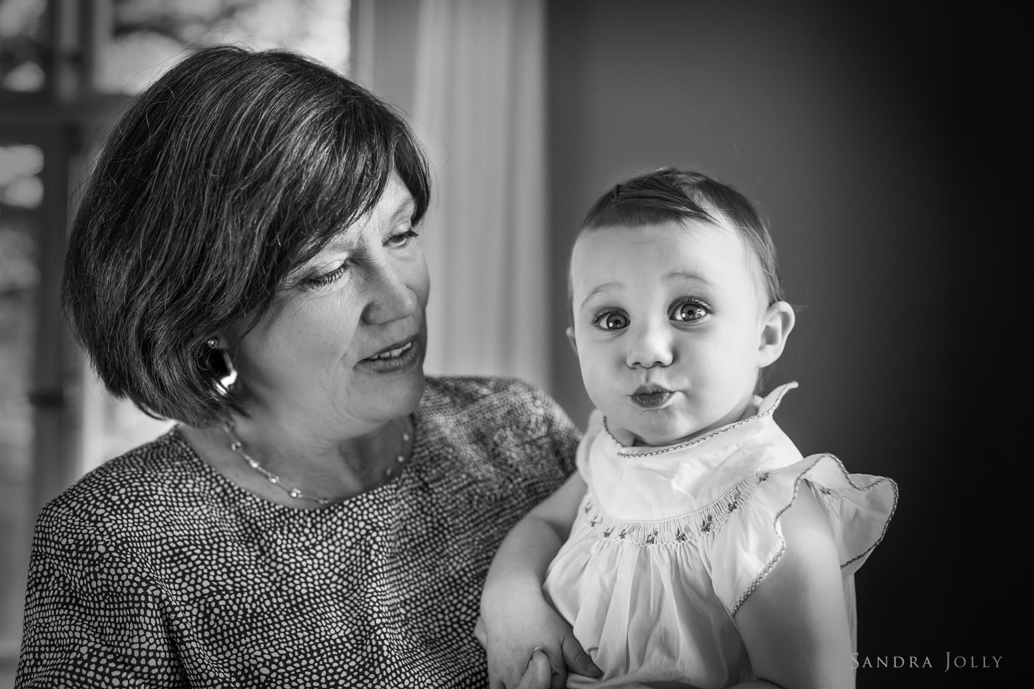 grandmother-and-grandchild-by-familjefotograf-Sandra-Jolly.jpg