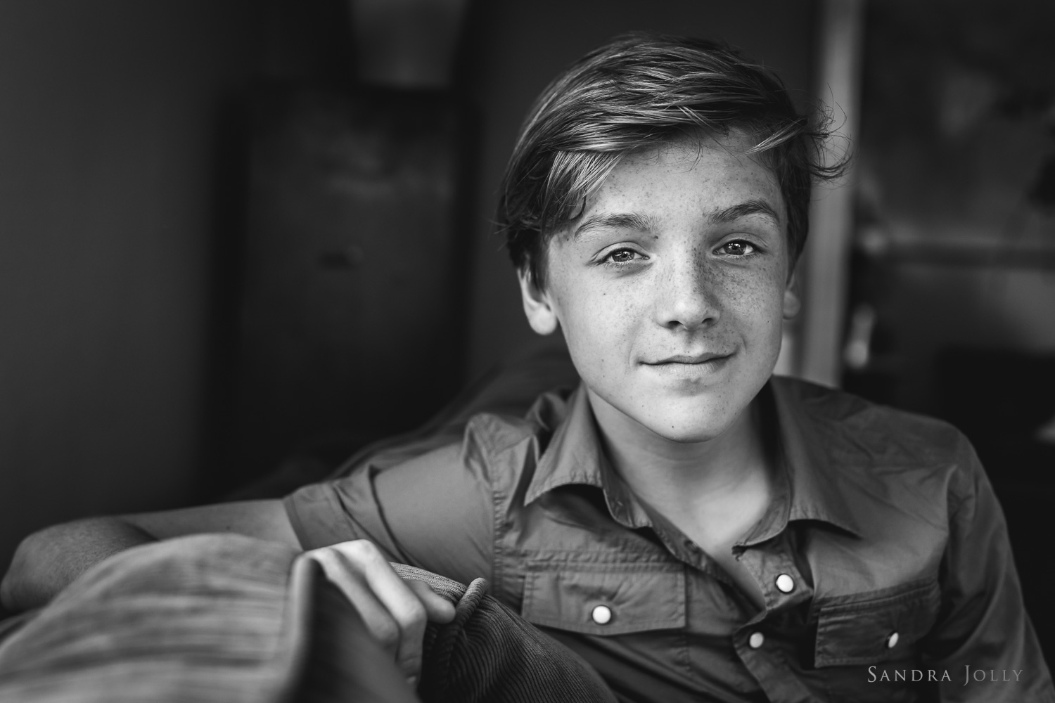 teenage-boy-by-Danderyd-familjefotograf-Sandra-Jolly.jpg