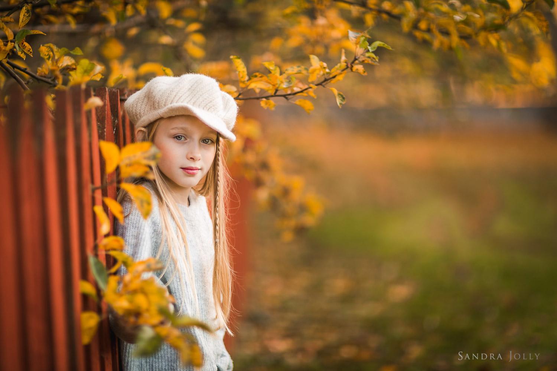 tween-girl-by-Sollentuna-familjefotograf-Sandra-Jolly.jpg