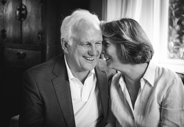 portrait-of-grandparentse-by-Stockholm-portrait-photographer.jpg