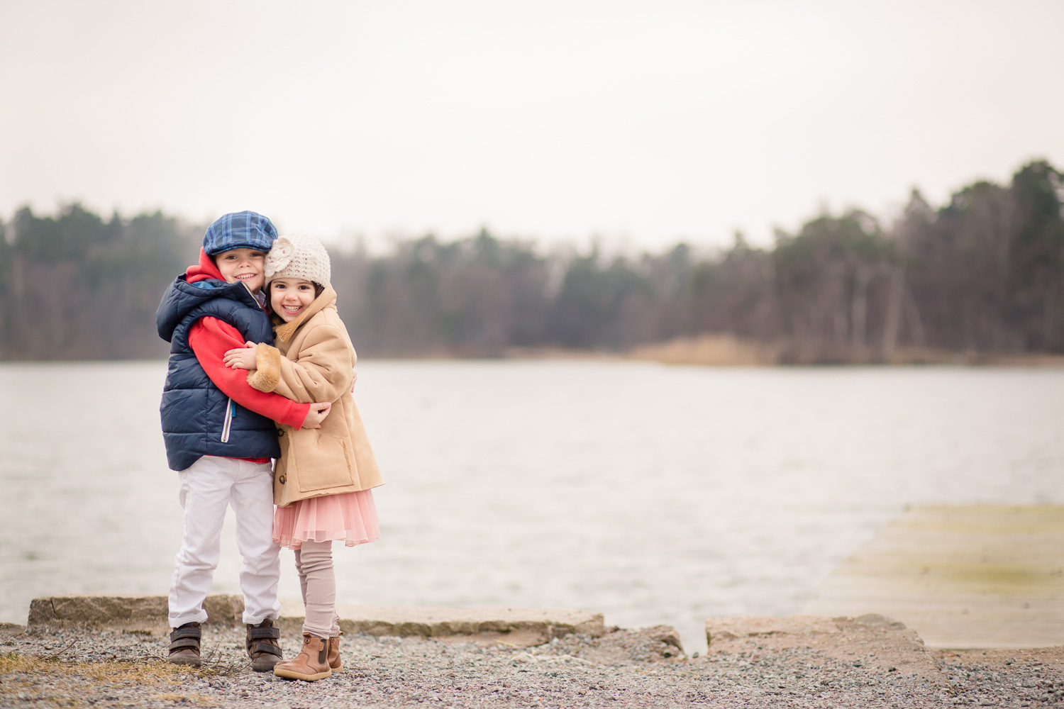 children-hugging-in-Danderyd-by-Stockholm-family-photographer-Sandra-Jolly.jpg