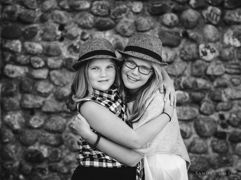 sisters-hugging-at-Rosersberg-Slott.jpg