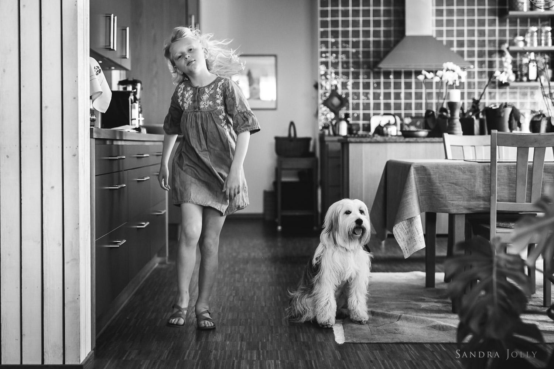 girl-and-her-dog-by-stockholm-child-photographer-sandra-jolly.jpg