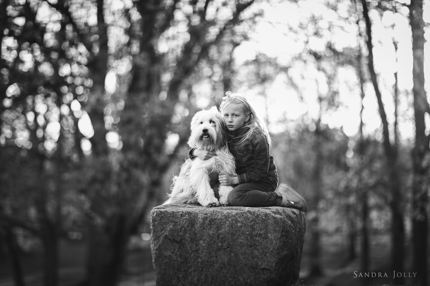 black-and-white-portrait-of-girl-and-dog-by-stockholm-family-photographer-sandra-jolly.jpg