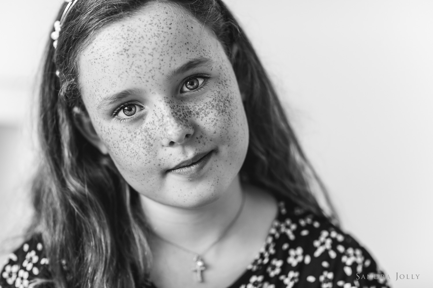 black-and-white-photo-of-a-girl-with-freckles-by-barnfotograf-sandra-jolly.jpg
