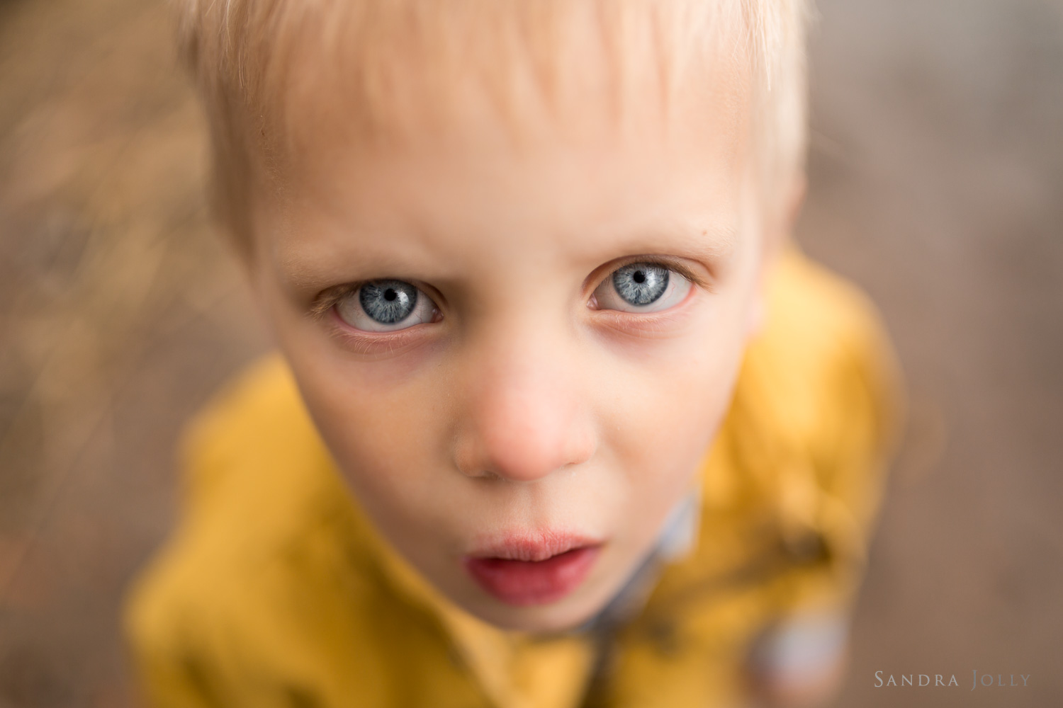 blue-eyed-boy-by-bra-familjefotograf-sandra-jolly.jpg