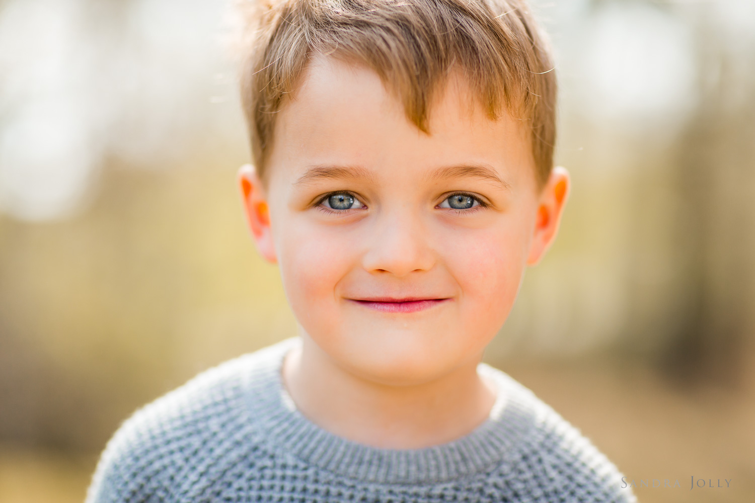 portrait-of-little-boy-täby-familjefotografering.jpg