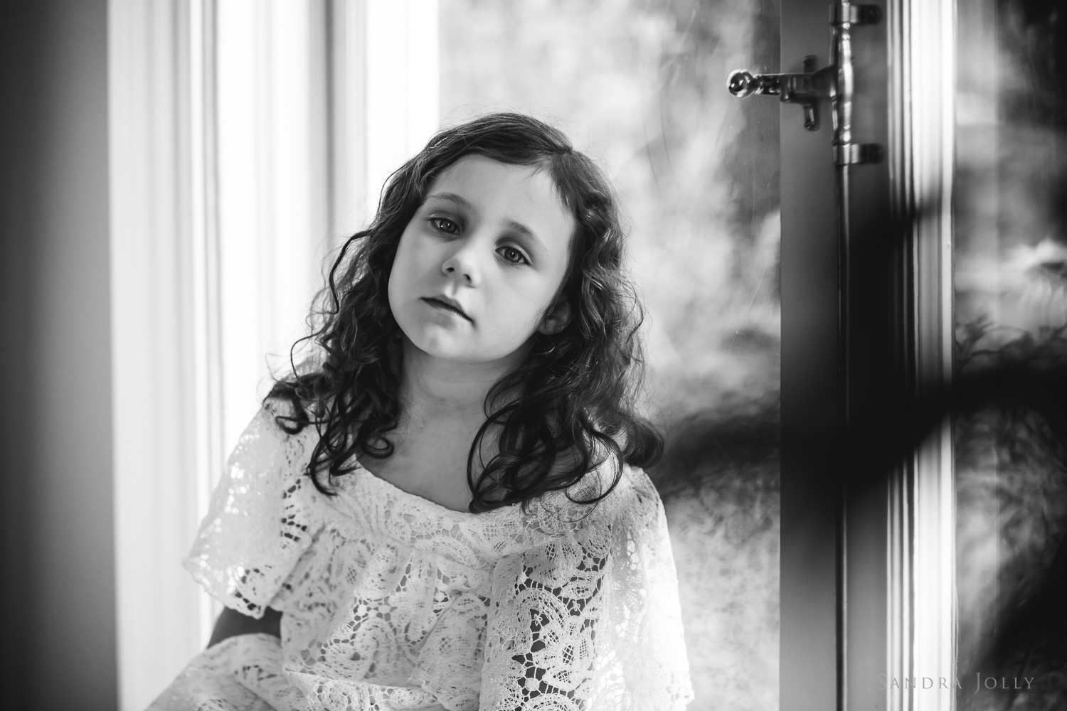 black-and-white-child-portrait-by-stockholm-family-photographer-sandra-jolly.jpg