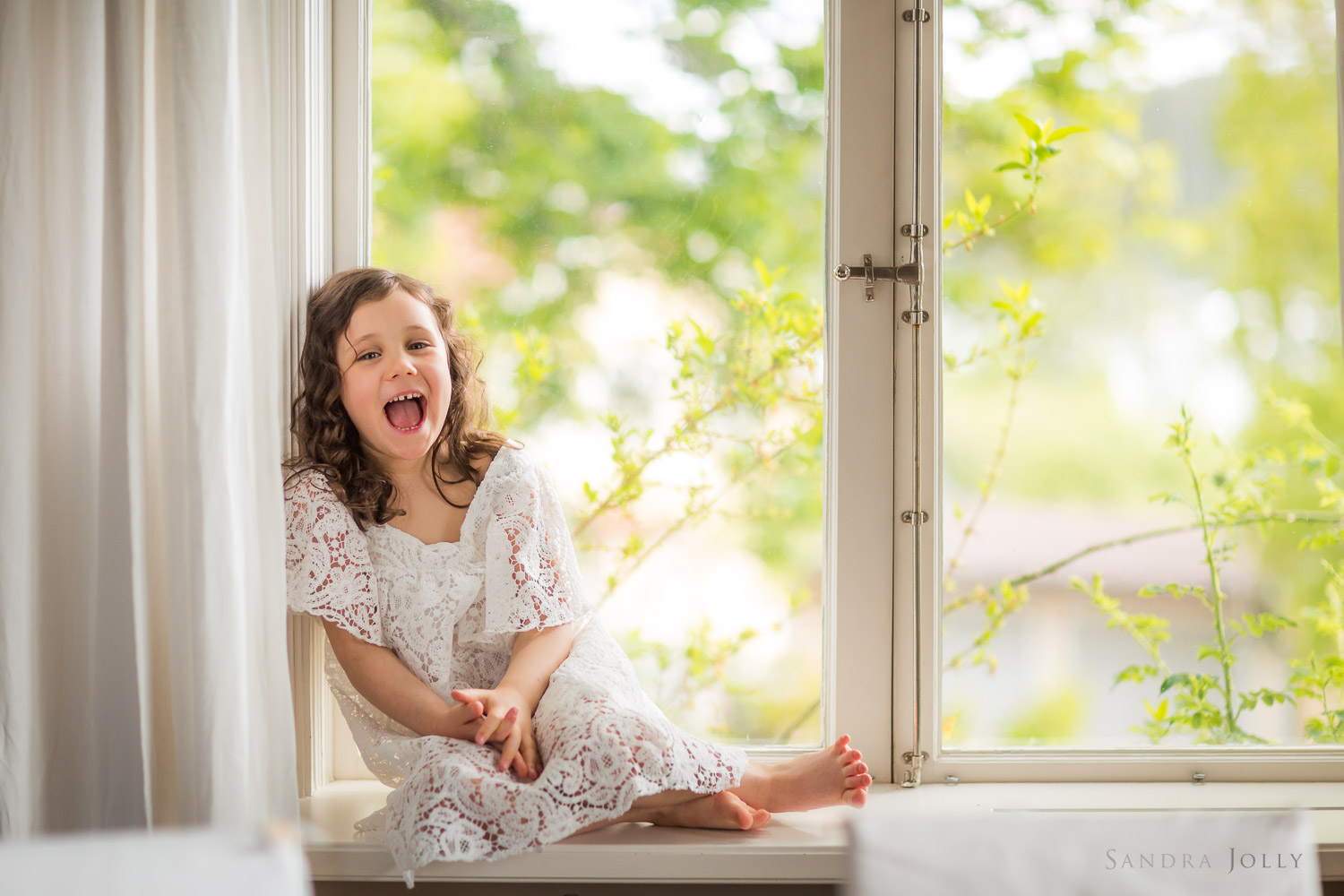 girl-in-window-by-family-photographer-stockholm-sandra-jolly.jpg