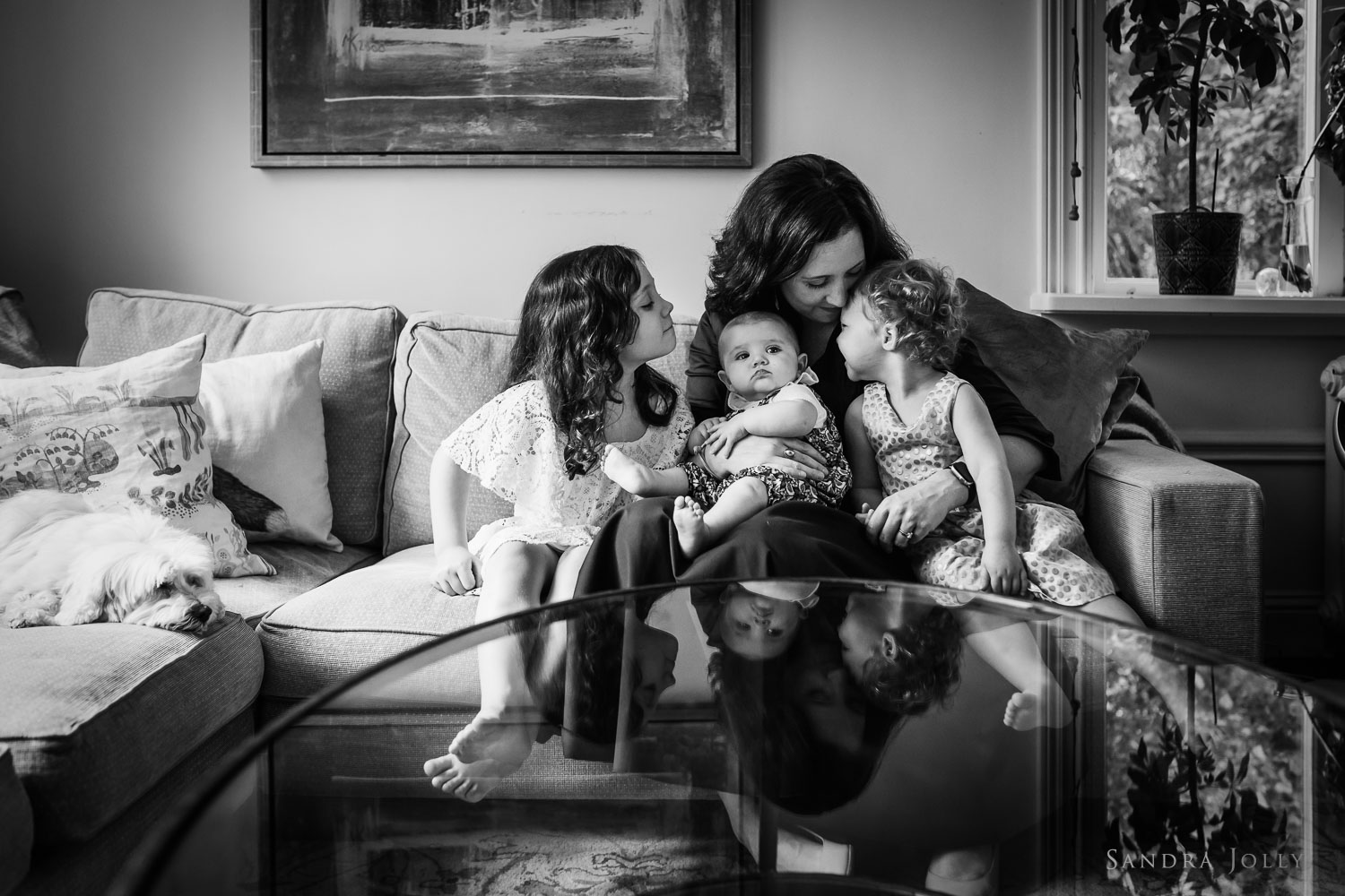 photo-of-mother-and-daughters-by-stockholm-family-photographer-sandra-jolly.jpg