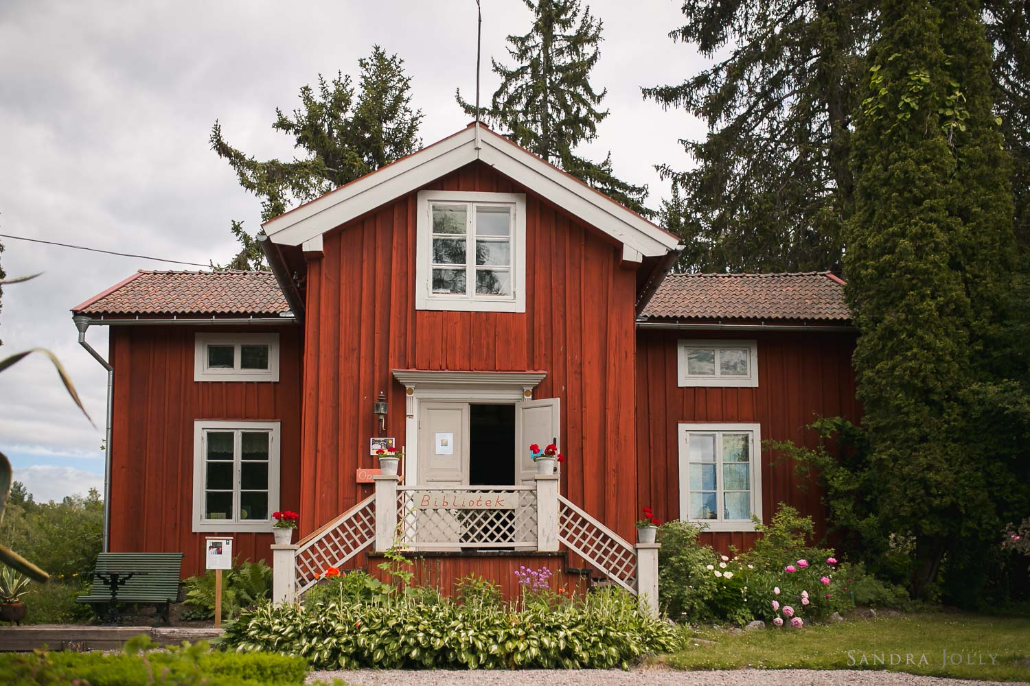 red-house-in-dalarna.jpg
