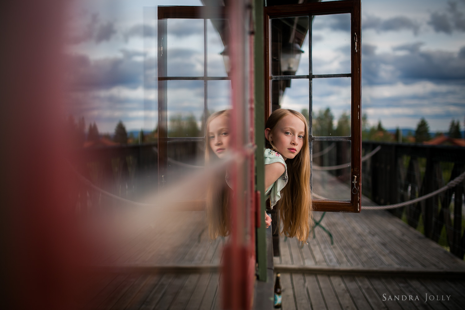 window-portrait-of-girl-in-dalarna.jpg