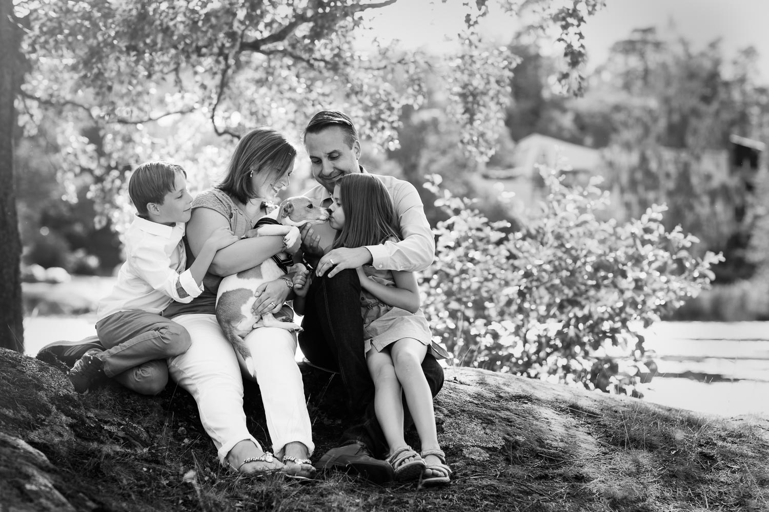 b&w-family-and-dog-photo-session-by-stockholm-family-photographer-sandra-jolly.jpg