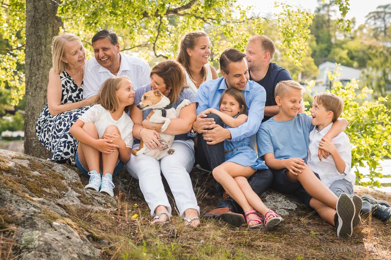 big-happy-family-photo-session-by-best-stockholm-family-photographer-sandra-jolly.jpg