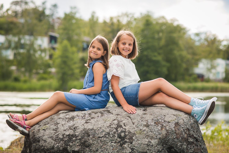cool-girls-photo-session-by-best-stockholm-family-photographer-sandra-jolly.jpg