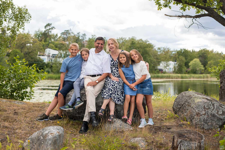 grandparents-and-grandkids-stockholm-photo-session.jpg