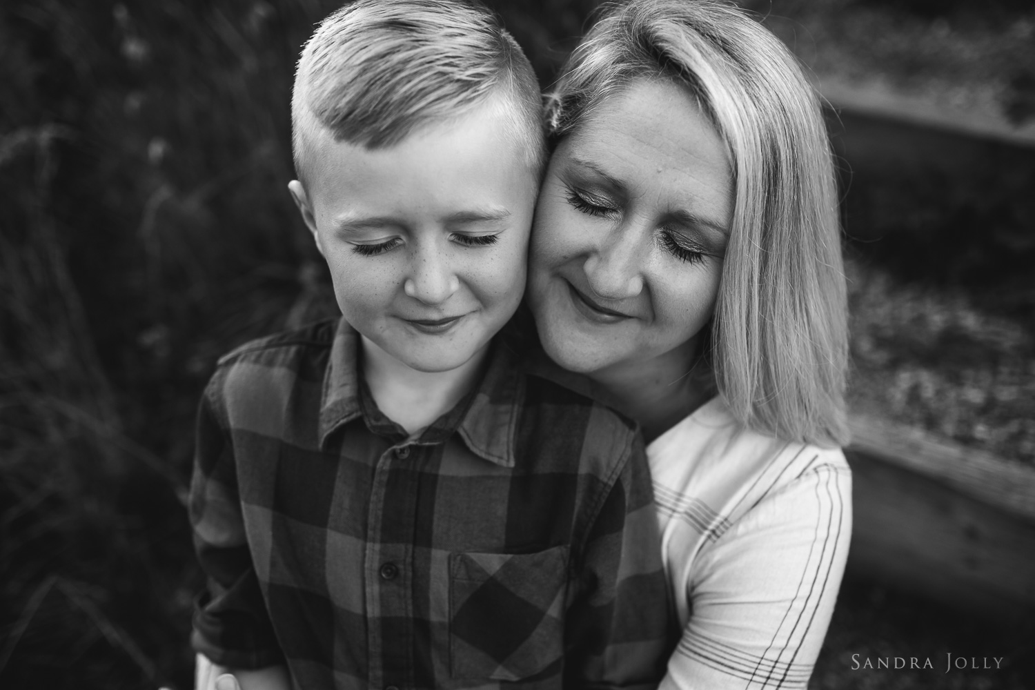 black-and-white-mother-and-son-portrait-stockholm.jpg