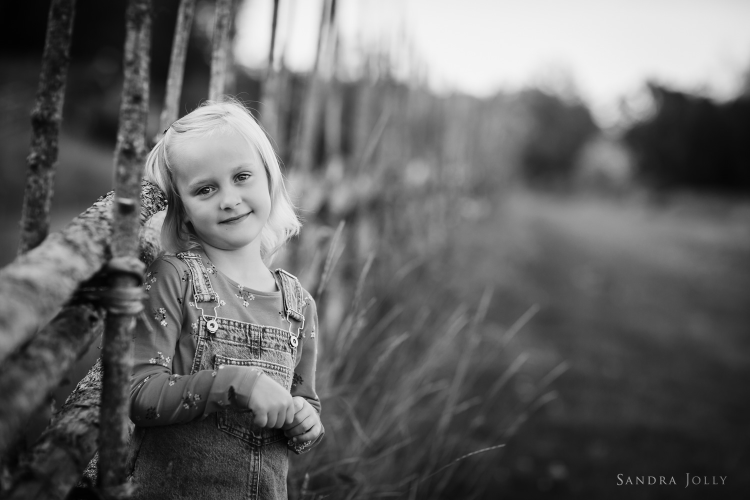 child-outdoor-photo-session-stockholm-by-barnfotograf-sandra-jolly.jpg
