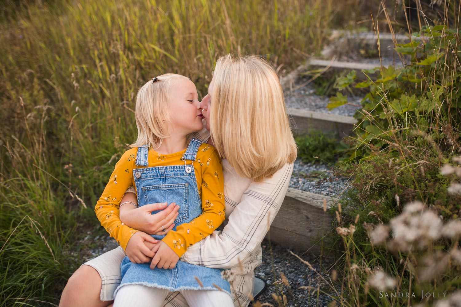 mother-and-son-daughter-kissing-by-stockholm-family-photographer.jpg