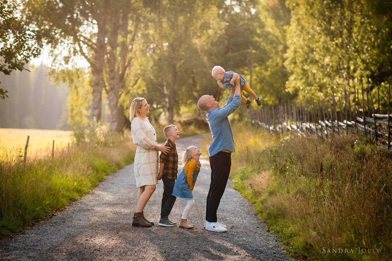 summer-family-photo-session-in-stockholm-by-familjefotoraf-sandra-jolly.jpg