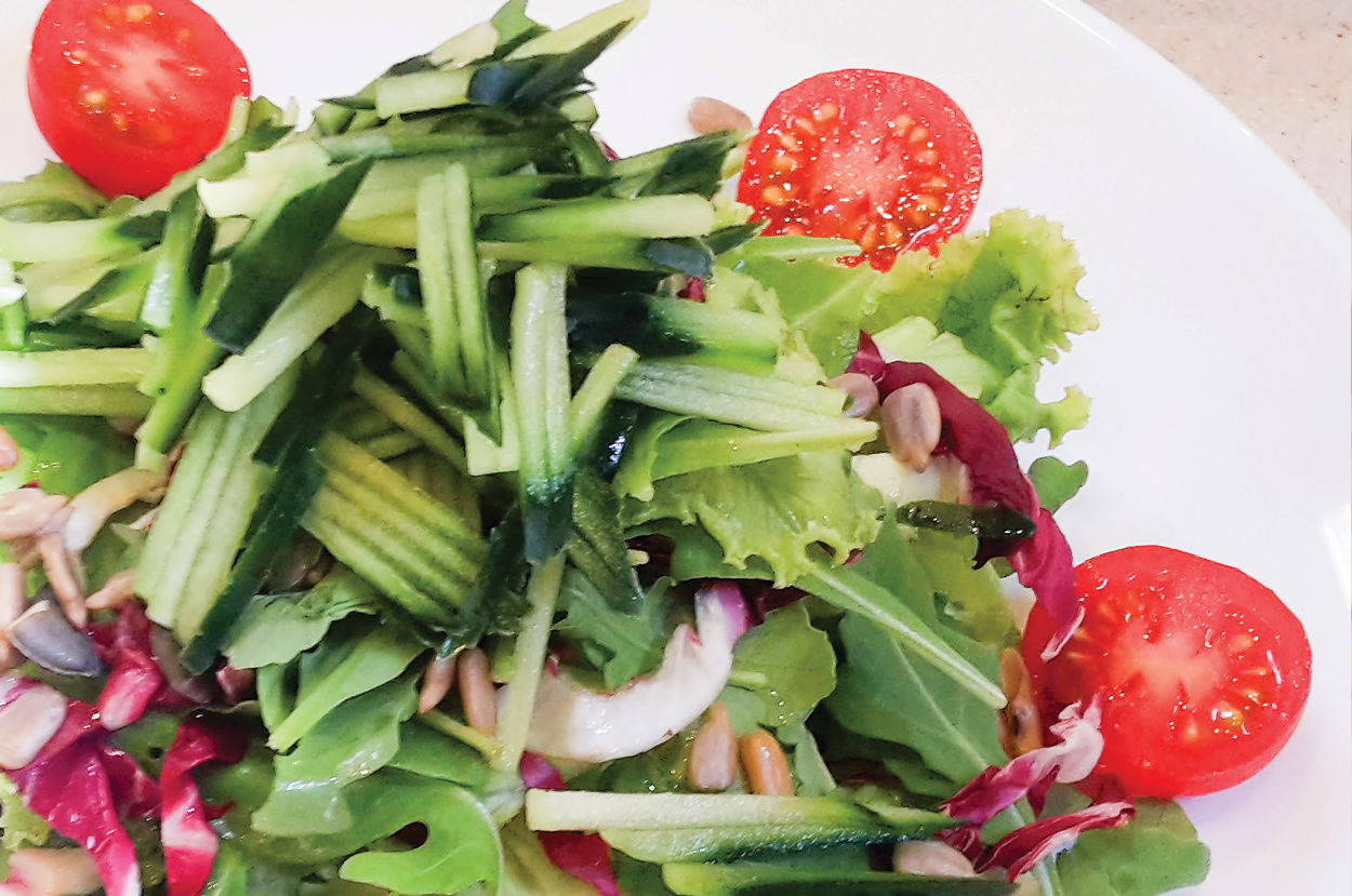 Crunchy green side salad