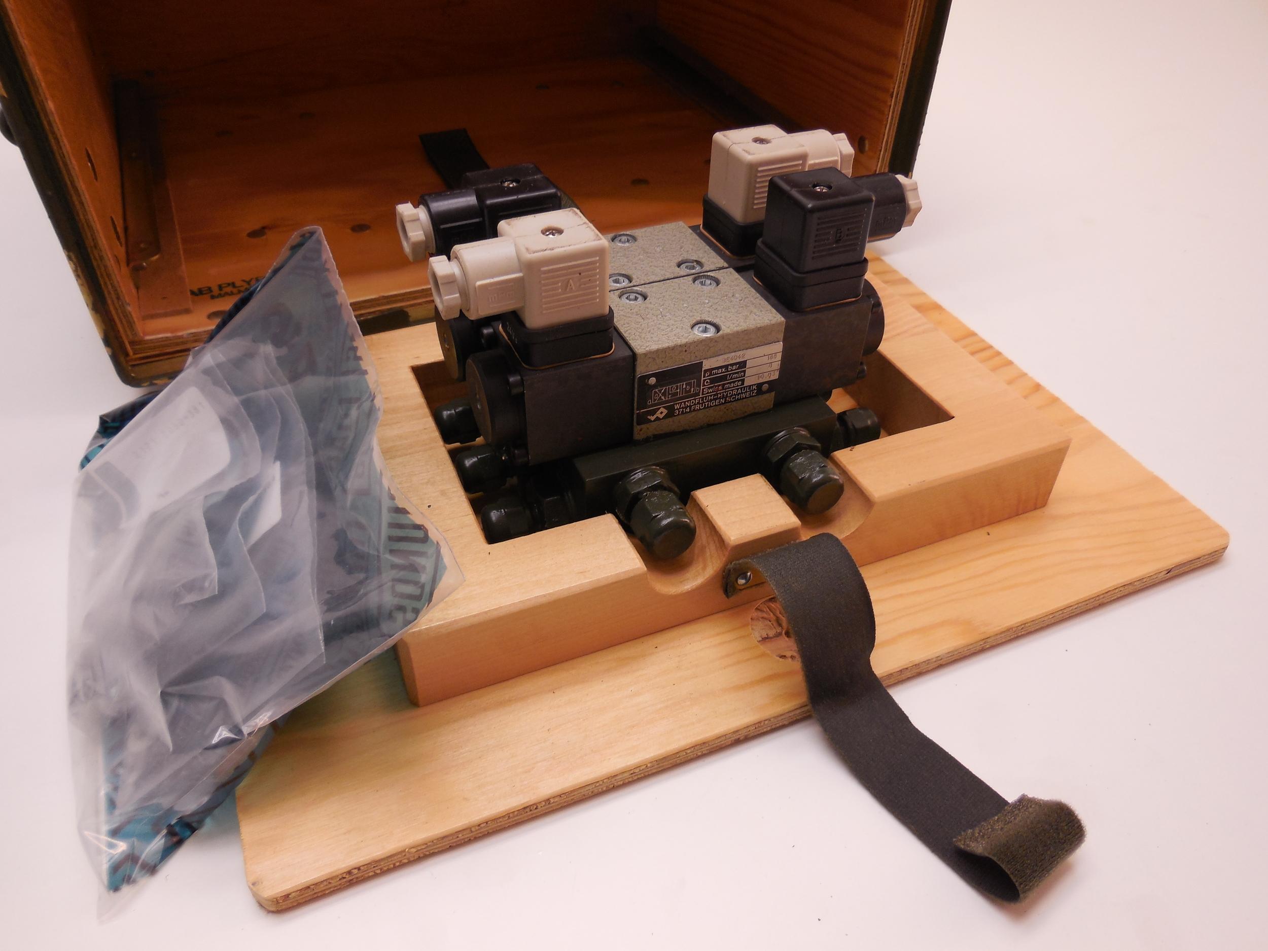 Hydraulic valve Häggo Nr: 253 6181-802 price: 3400 sek