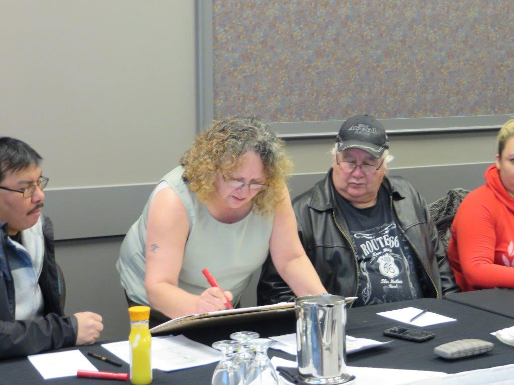 Band Manager Yvonne Buc works with Counsellor Joe Auger and Counsellor Brain Laboucan on their priorities for the 2014/2015 fiscal year.