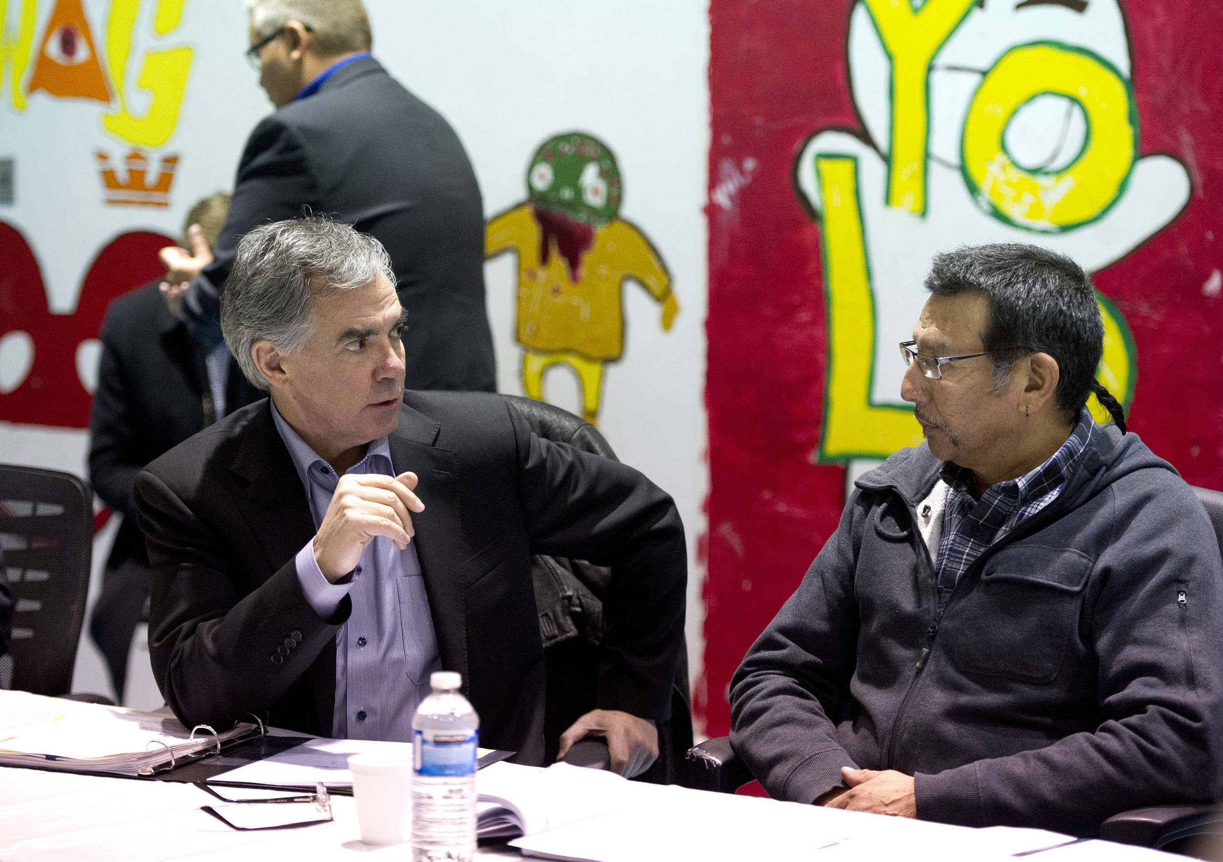 Premier meets with Lubicon Chief 45122.jpg