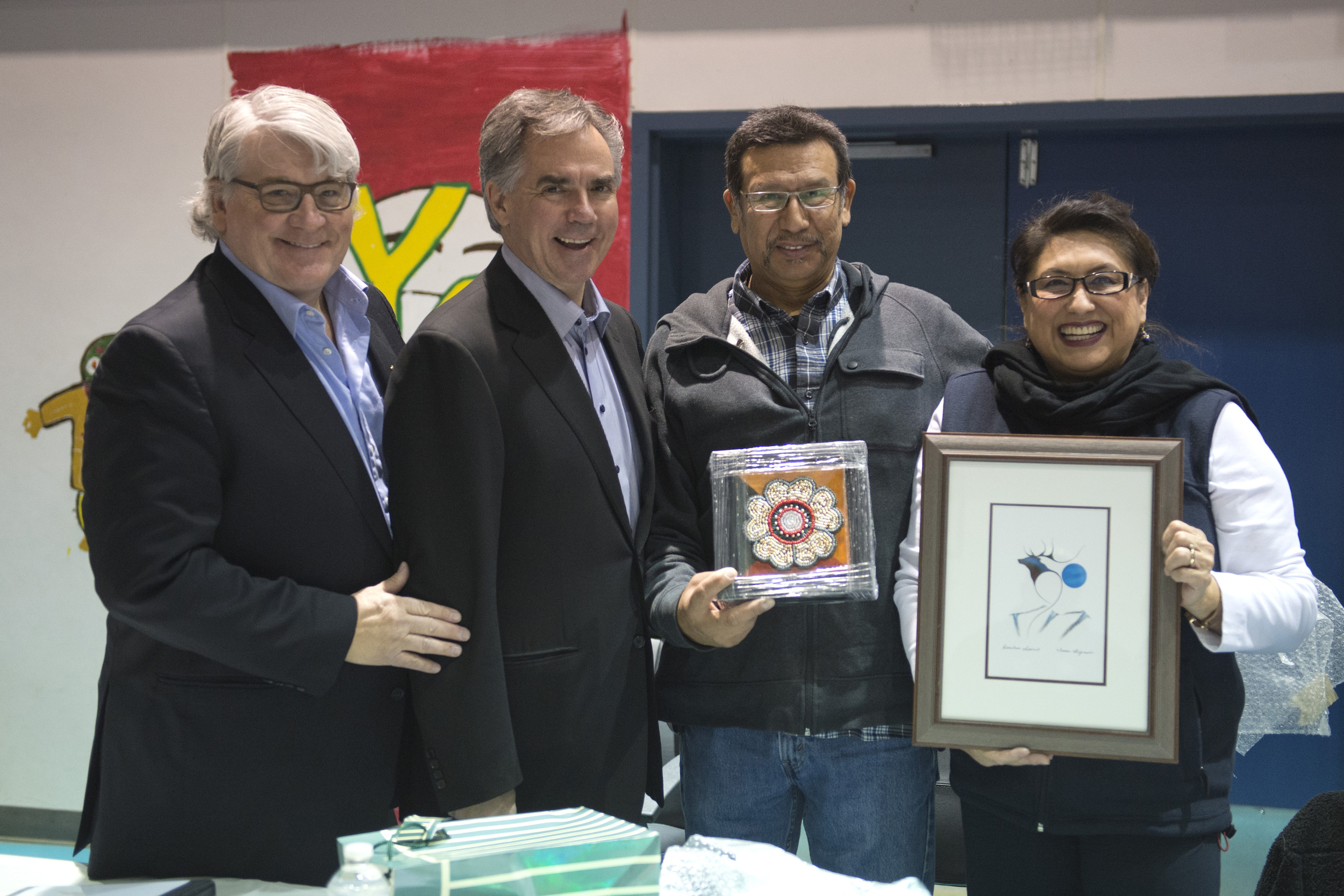 Premier meets with Lubicon Chief 45221a.jpg