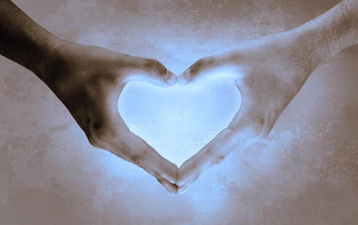 hand heart 02.jpg