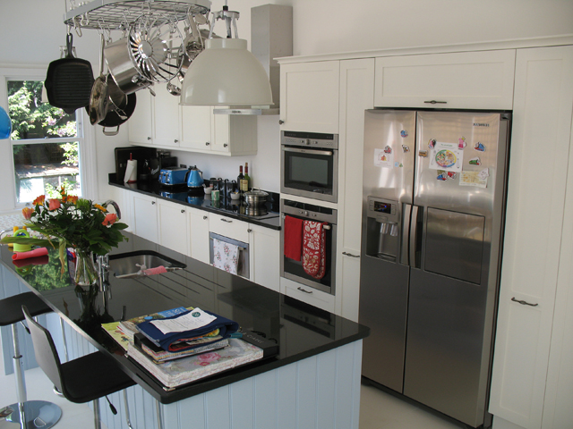 full-kitchen-from-door-side1.jpg