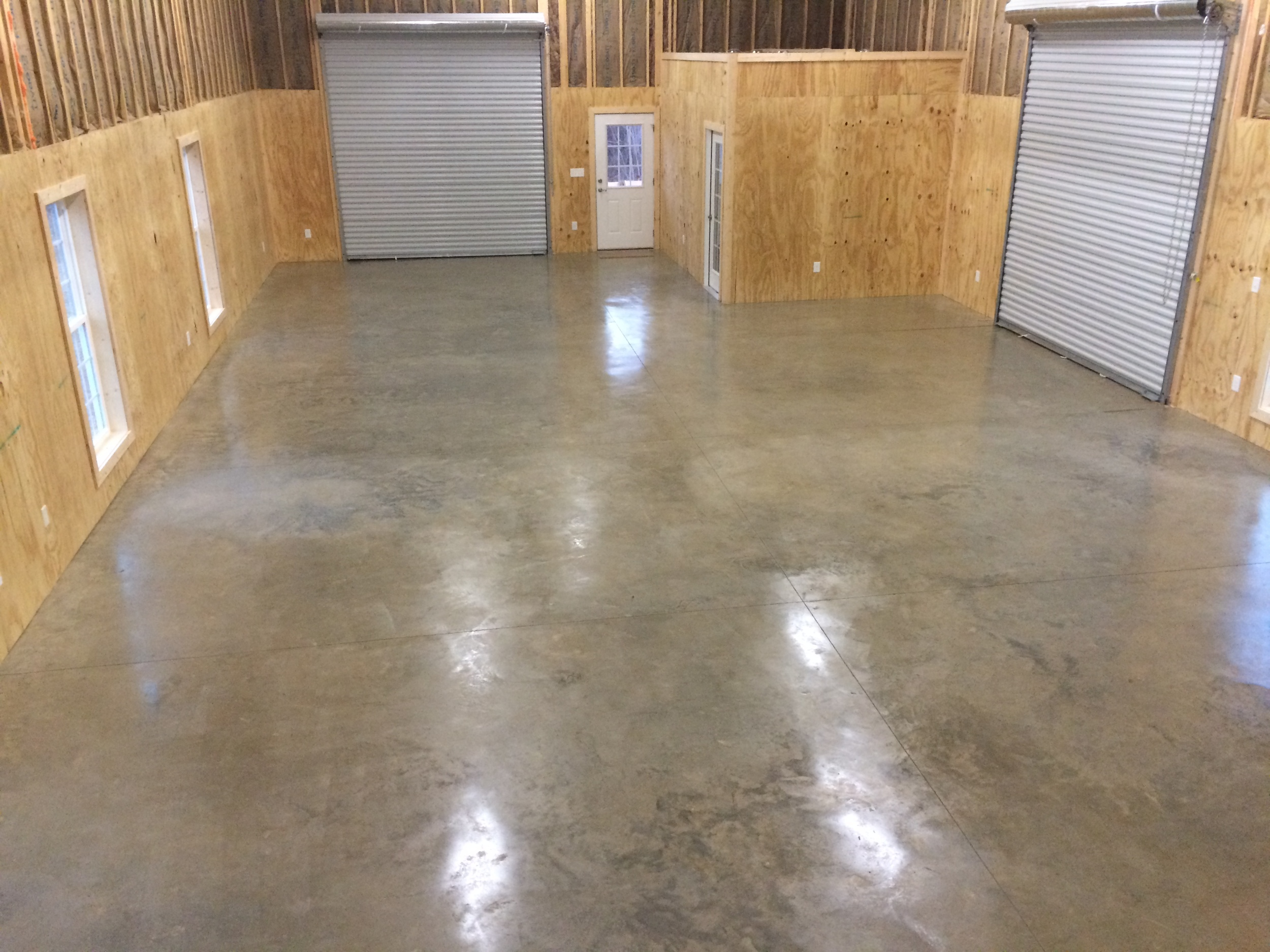Need a place to restore a vintage automobile? Maybe create some Pintrest worthy projects? This new garage/workshop is the perfect space.