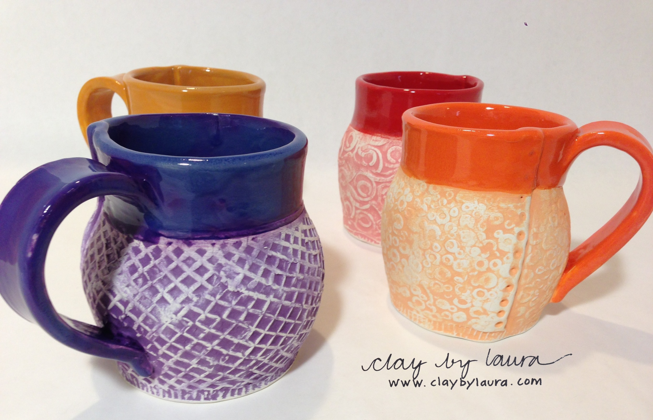 Color highlights the texture of this mug set.
