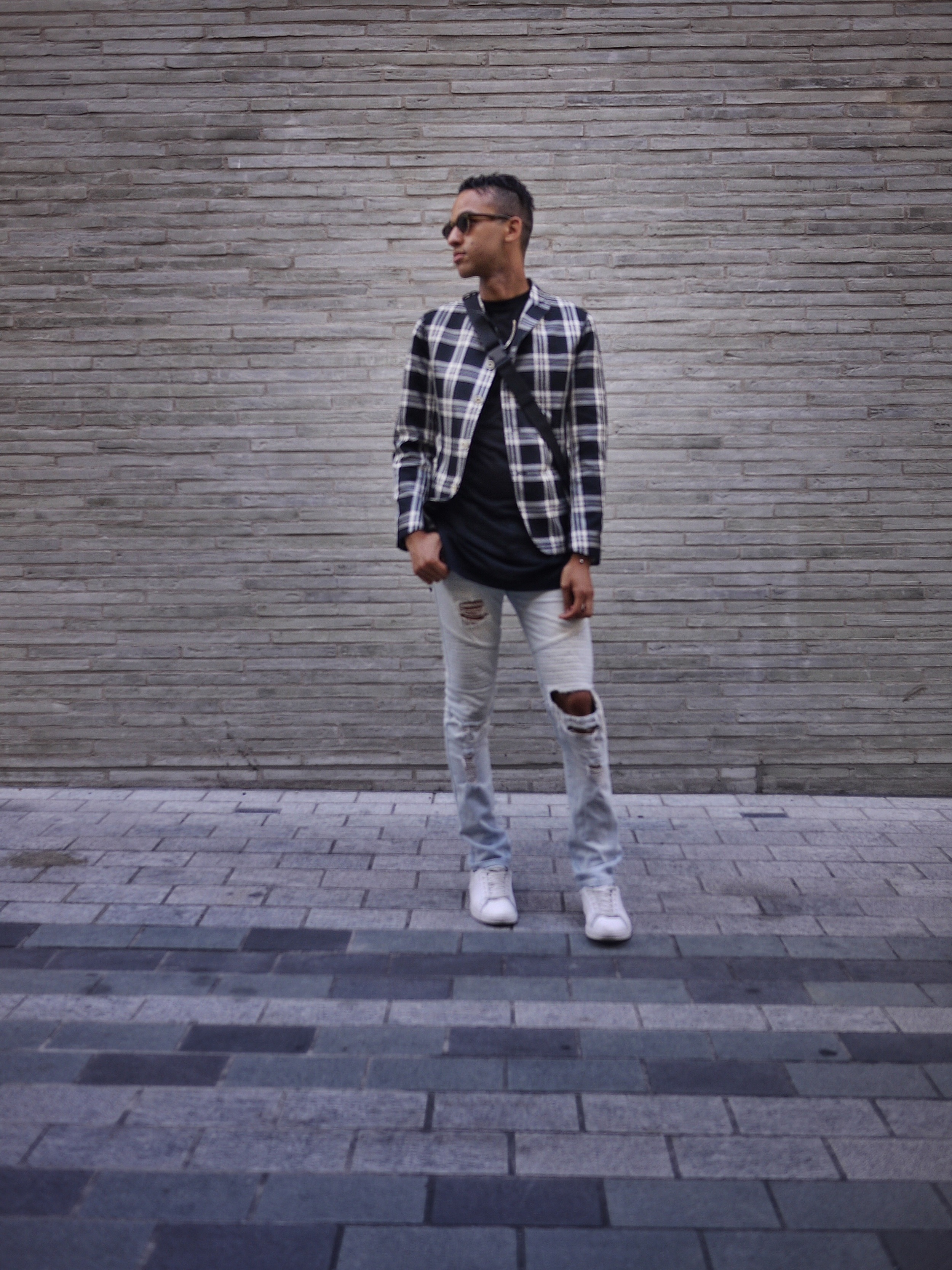 Alexander McQueen Blazer // Elevate tee // Zara bag // Stampd LA denim // Gola shoes // Urban Outfitters sunglasses