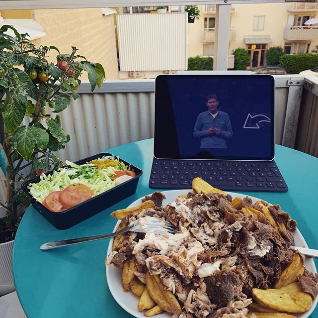 Is there any better thing in life than kebab on the balcony after a hard days work? I think not 😍