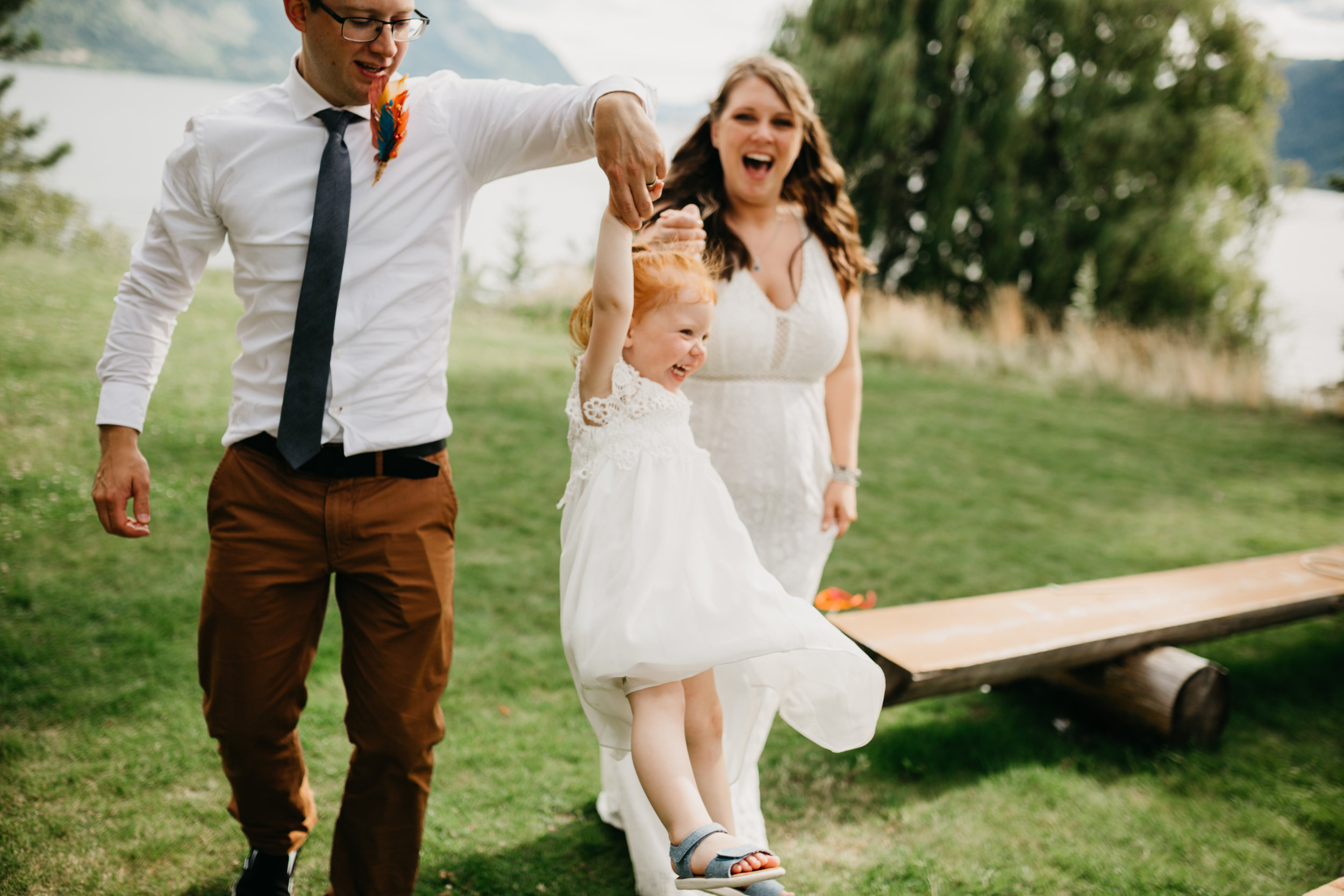 Lakeside wedding - vancouver island wedding photographer