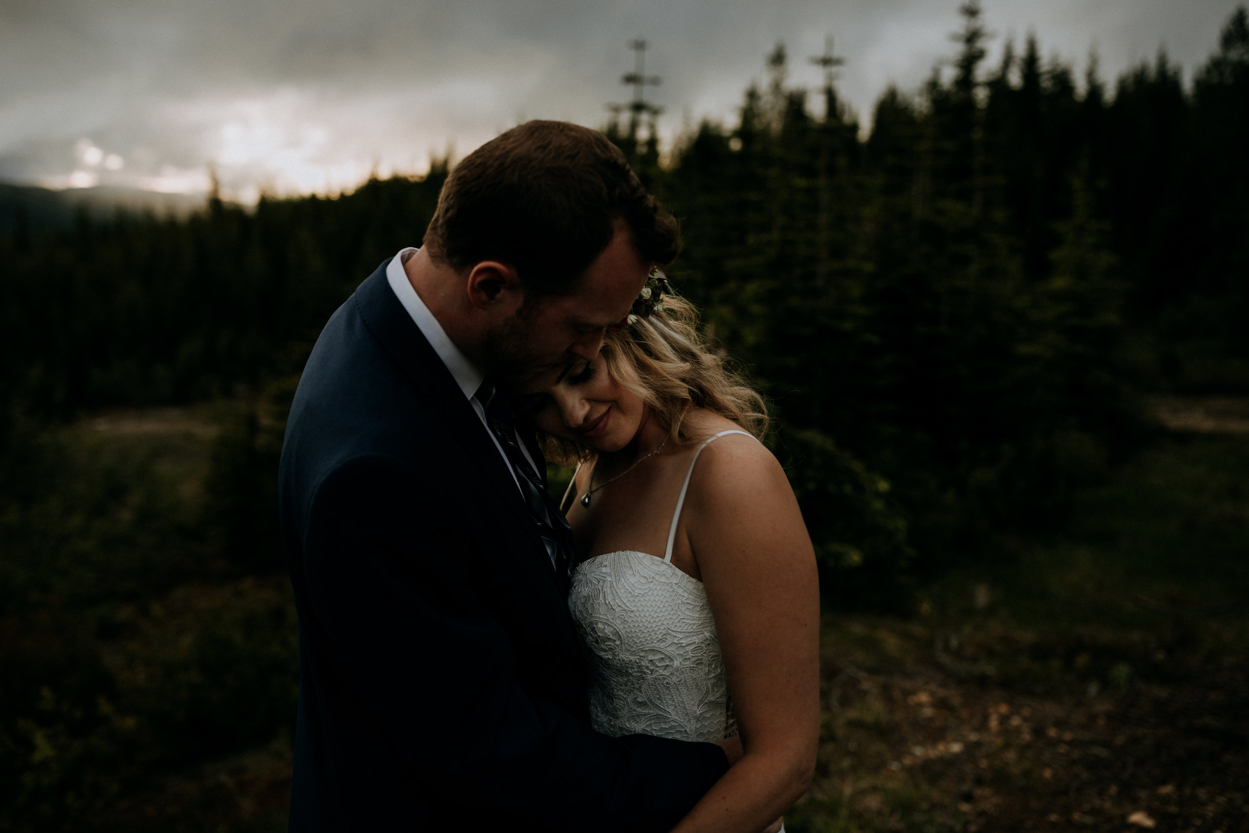 Couple at sunset Raven'd Lodget, Mount Washington Wedding photographer