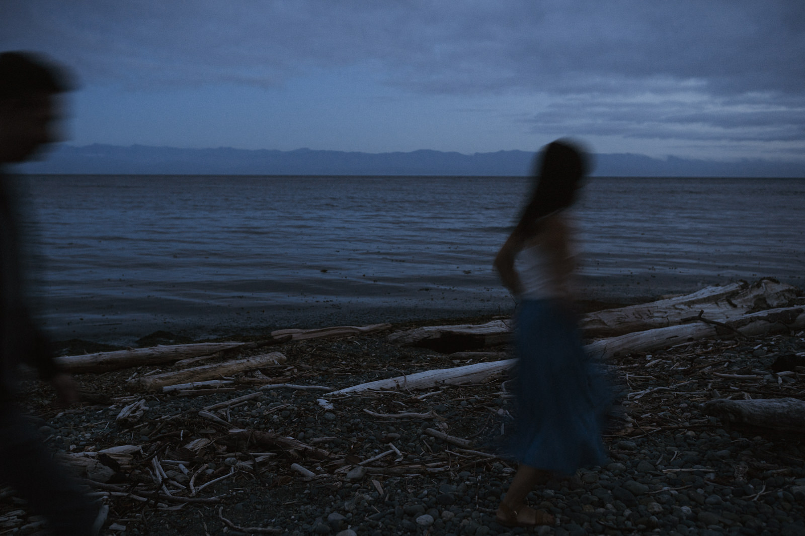 beach Blue Hour - astrophotography engagement session vancouver island-21.jpg