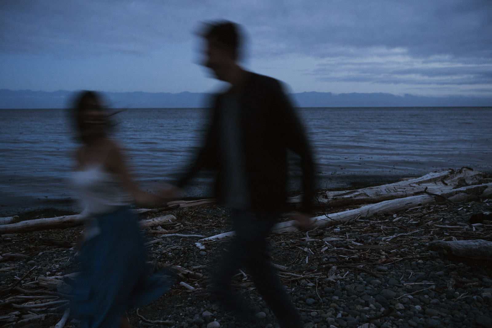 beach Blue Hour - astrophotography engagement session vancouver island-22.jpg