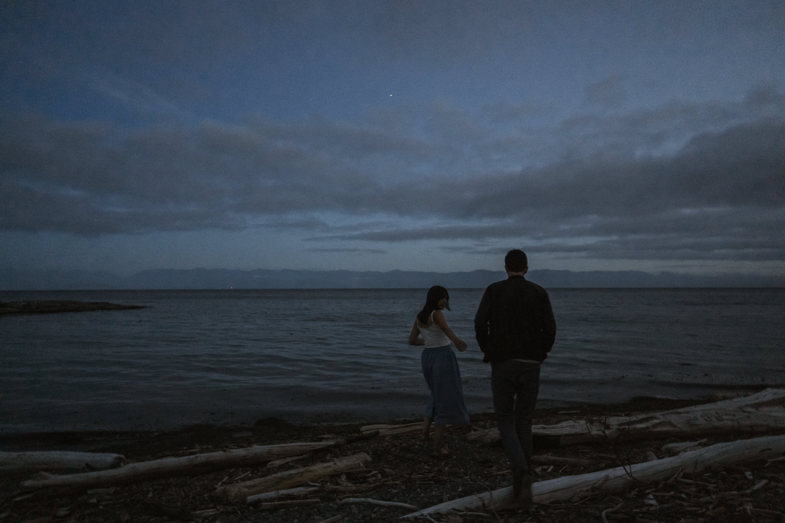 beach Blue Hour - astrophotography engagement session vancouver island-37.jpg