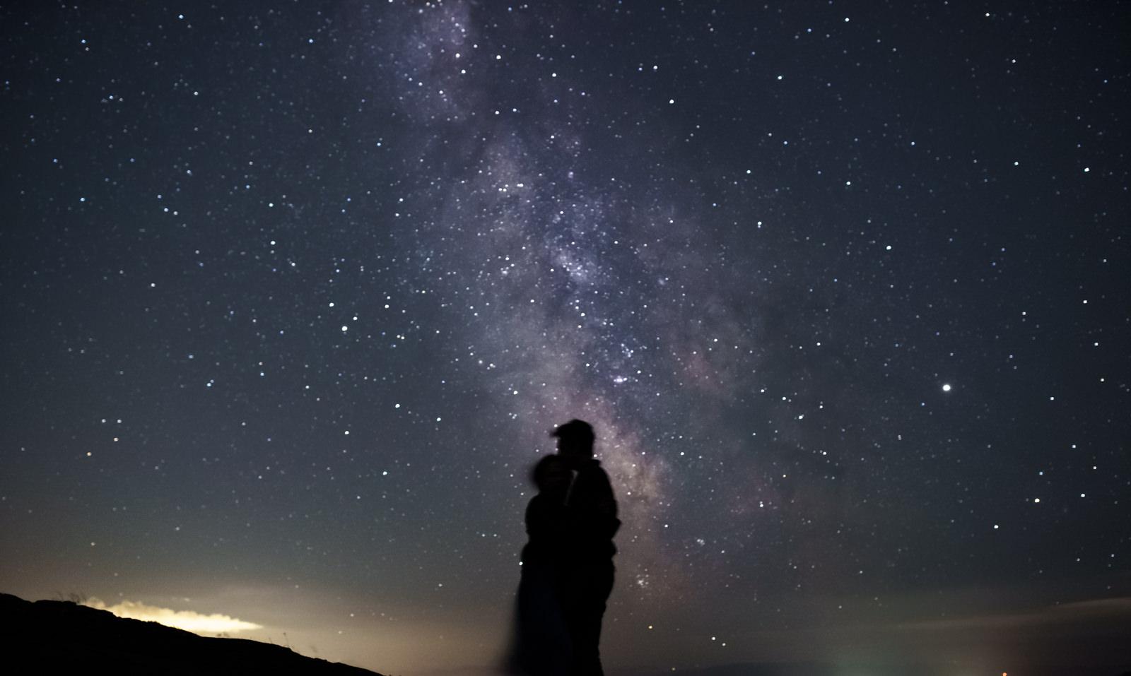 couple in milky way astrophotography-1.jpg