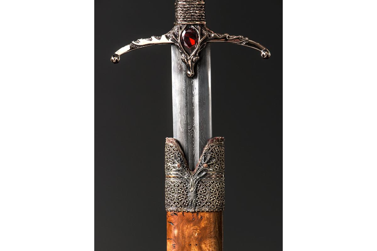 MGoT_swords_widows_wail_2_1200x800.jpg