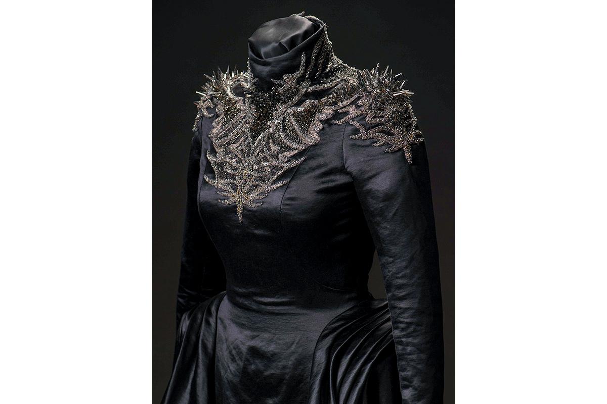 mgot_cersei_costumes_slideshow_09_1200x800.jpg