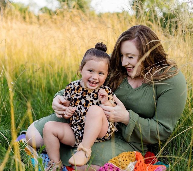This backyard session still has me swooning 😍 Summer sessions and photographing the way a mom loves her littles makes both my heart and camera happy! #natashalynnphotography #wilkescountyphotographer #mommyandmephotoshoot #summersessions #familyphotography
