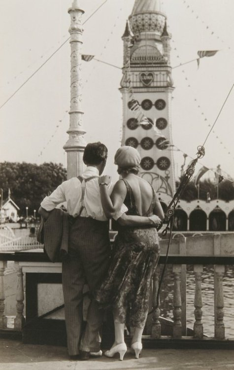 Classic Walker Evans photo: Couple at Luna Park, Coney Island, 1928. (Walker Evans Collection, Metropolitan Museum of Art.)